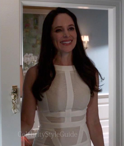 Revenge-Fashion-Revenge-Fear-Victoria-Grayson-white-panelled-dress